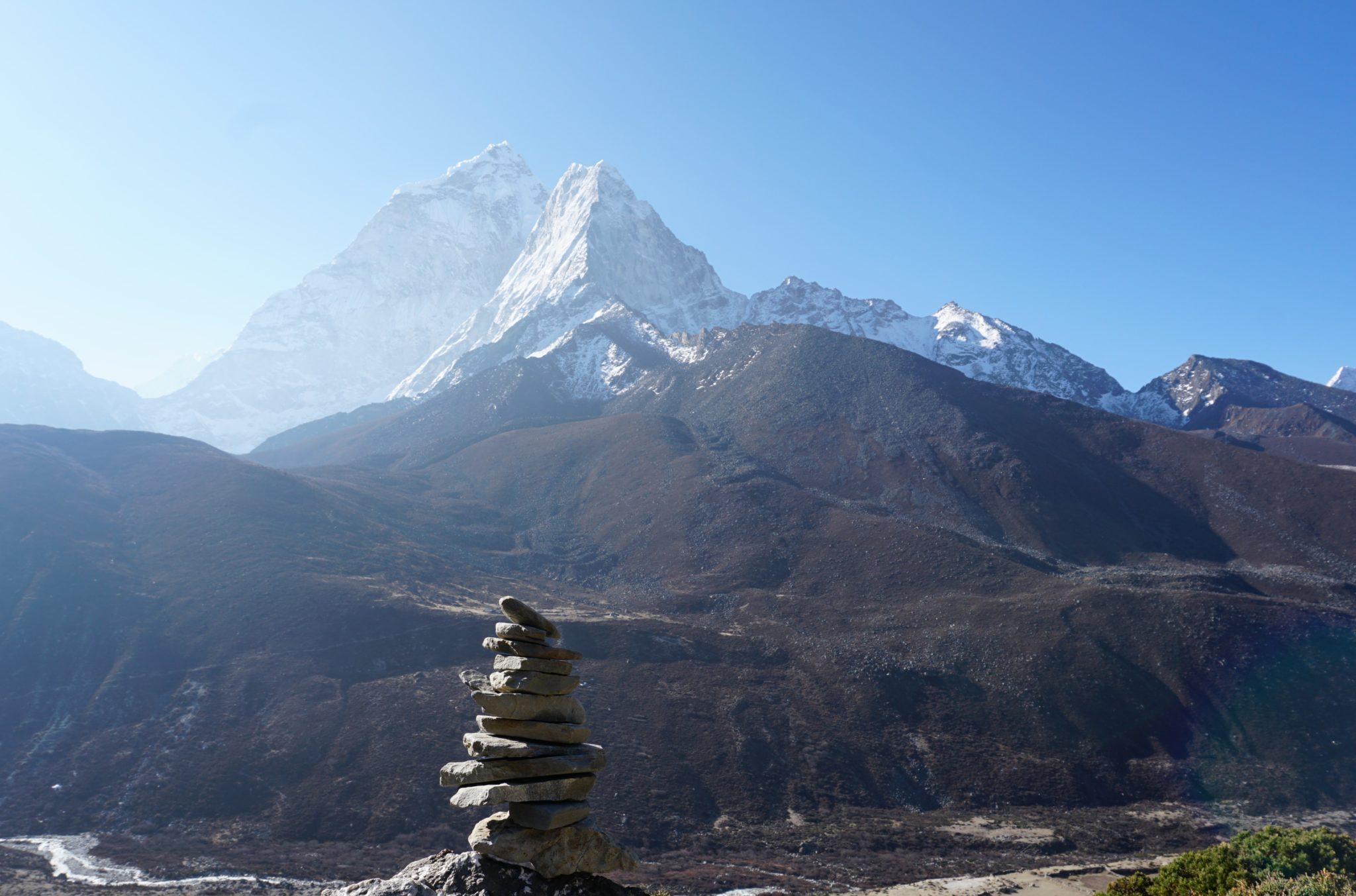Aussicht auf die schneebedeckten Berge des Himalaya