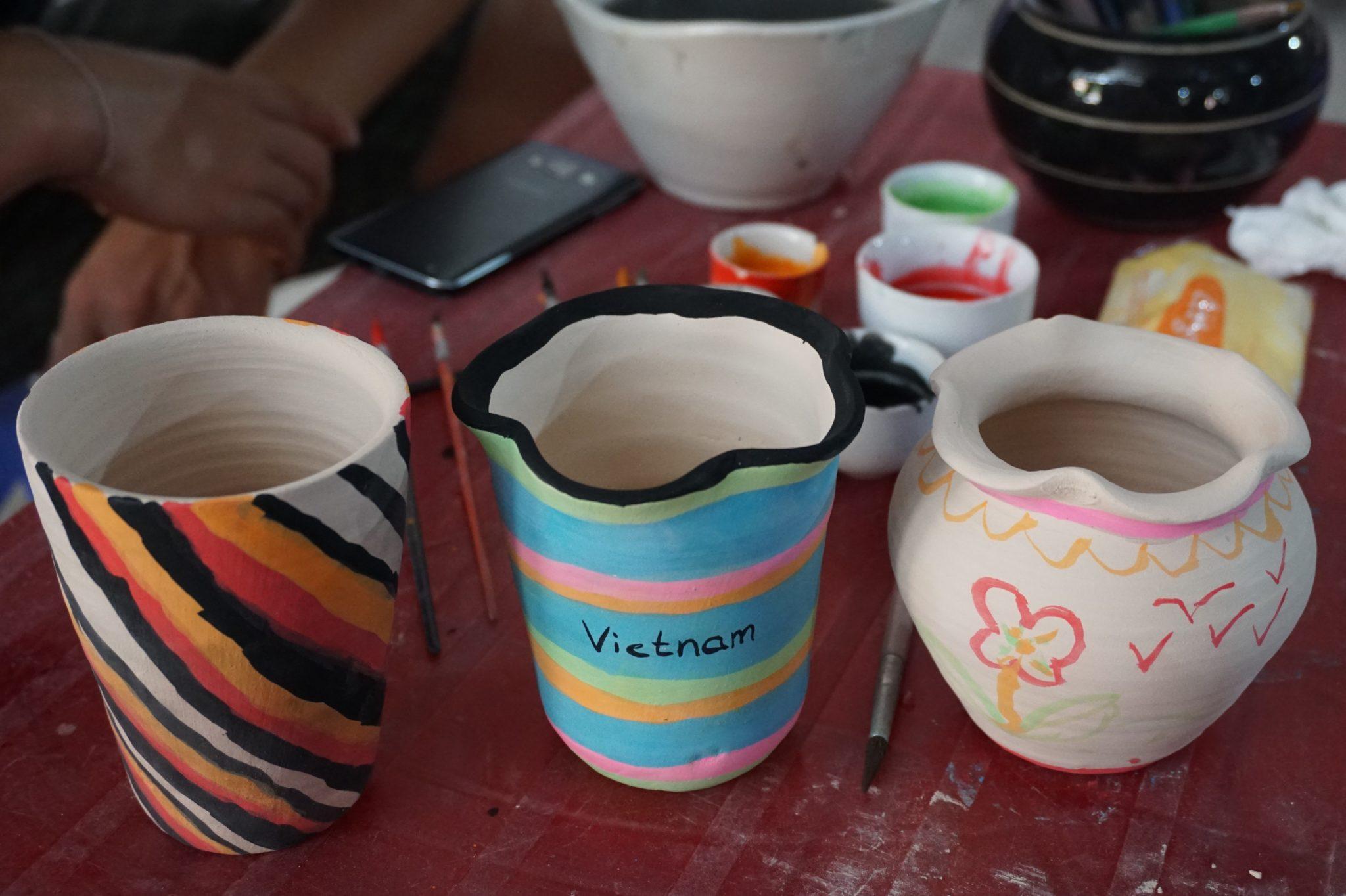 Unsere getöpferten Vasen im Keramikdorf Bat Trang nahe Hanoi