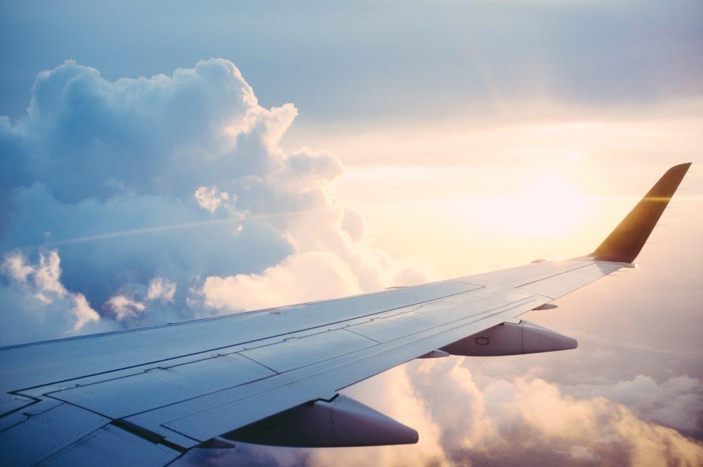 Flugzeugflügel: Nach Hause fliegen wegen Corona?