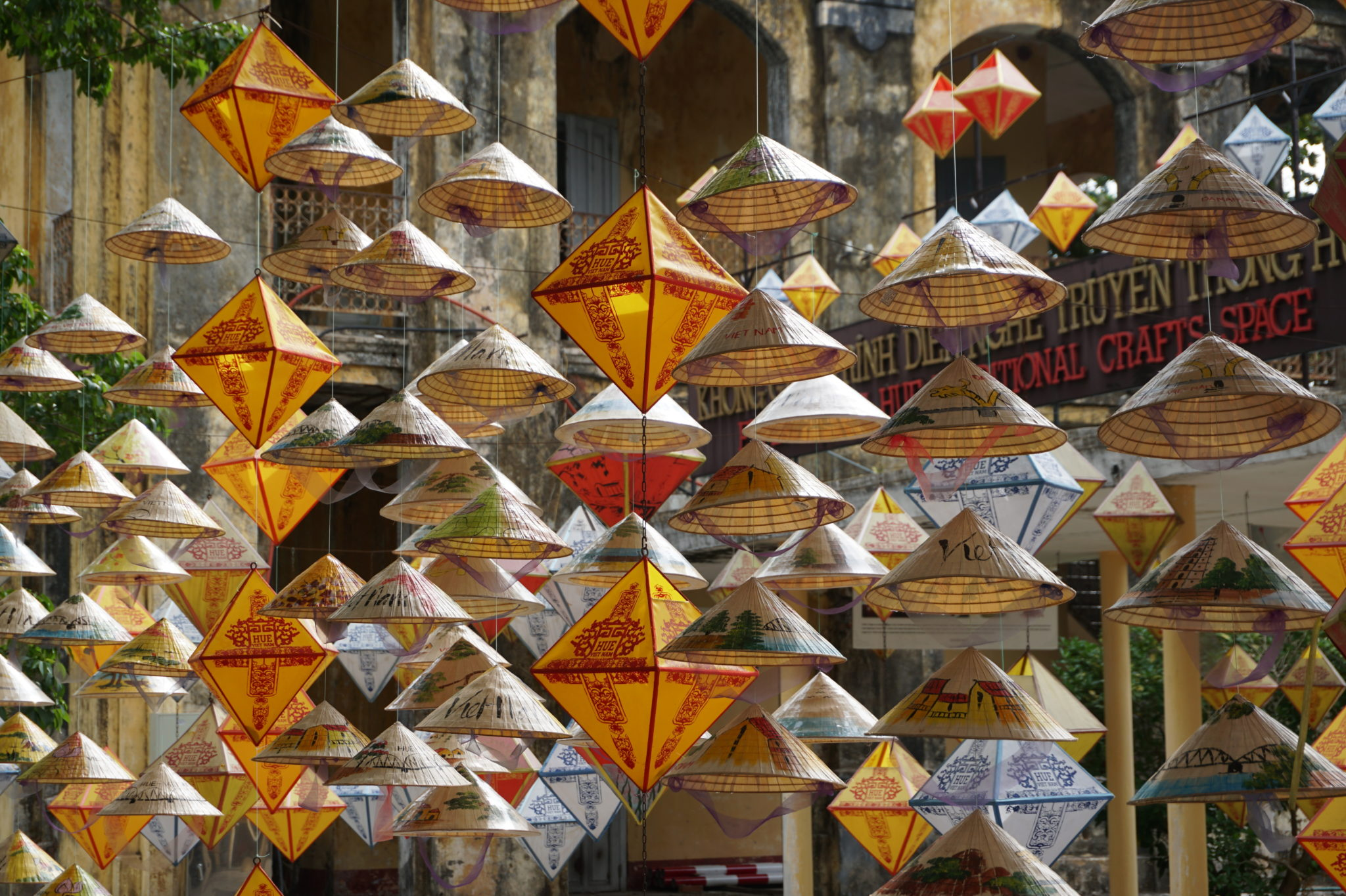 Hängende Hüte im Kaiserpalast von Hue