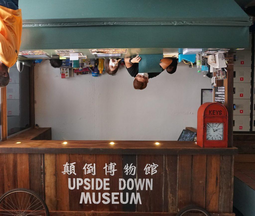 Ticket-Schalter des Upside-Down-Museums in Georgetown