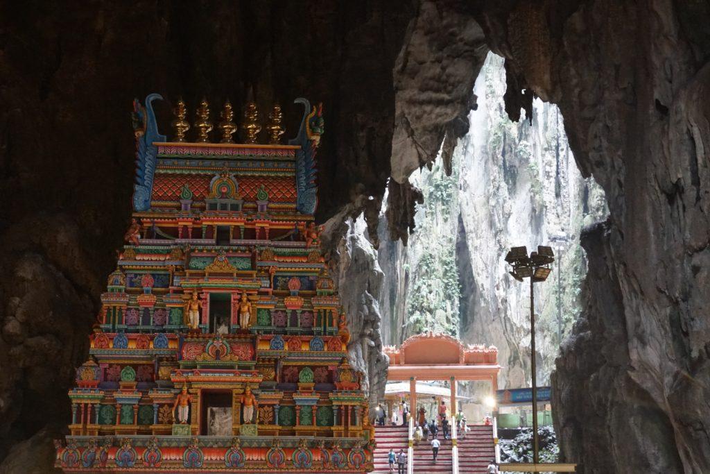 Bunter, prachtvoll verzierter Tempel in der Batu Cave