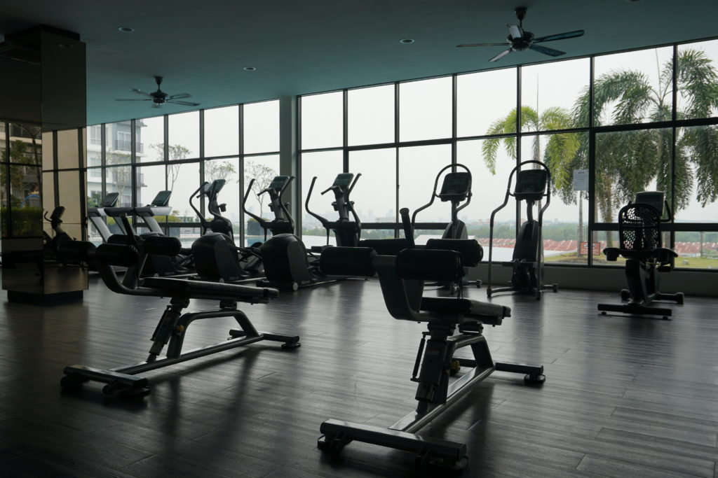 Cardio-Geräte des Fitness-Studios im BSP21-Wohnkomplex nahe Kuala Lumpur.