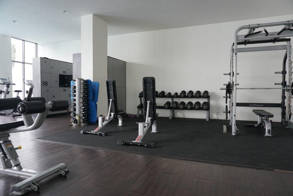 Kraftecke des Fitness-Studios im BSP21-Wohnkomplex nahe Kuala Lumpur.