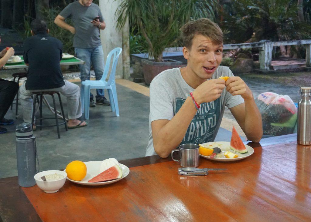 Marcel beim Frühstück