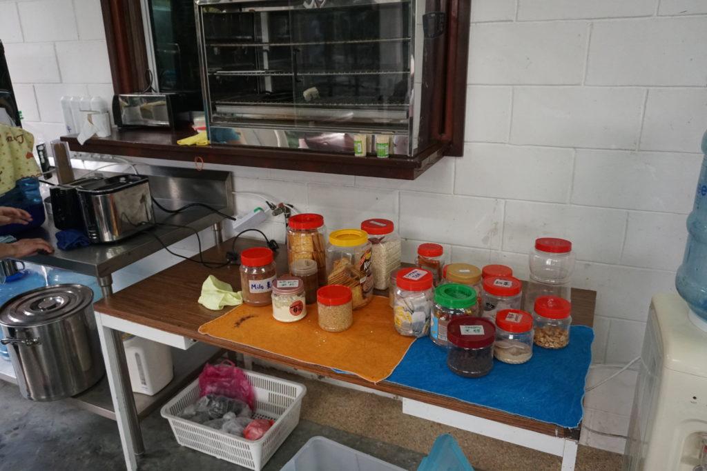 Morgendliches Getränkebuffet in Johor Saleng Eco Village
