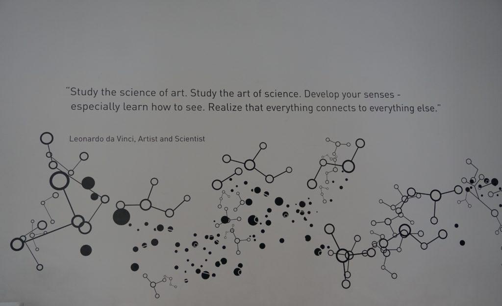 Zitat von Leonardo Da Vinci im Art Science Museum Singapore.