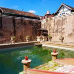 Wasserbecken des Sultans im Wasserschloss Taman Sari