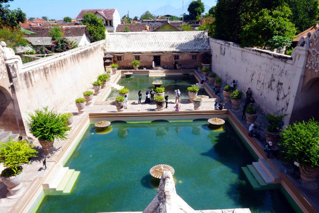 Badebecken für die Familie des Sultans im Wasserschloss Taman Sari