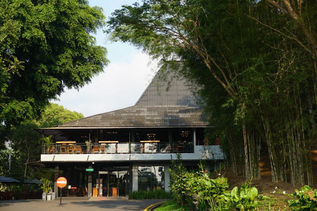 Foto des Manohara Hotels nahe Borobudur von außen