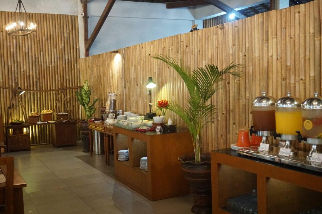 Frühstücks-Buffet des Manohara Hotels nach der Borobudur Sunrise Tour