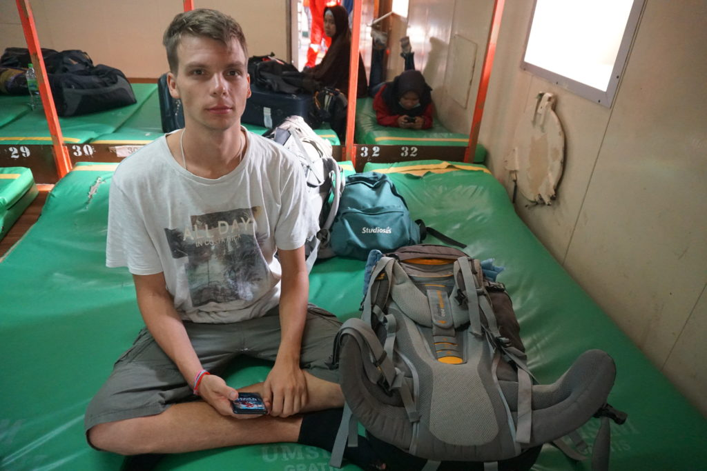 Marcel im Schlafraum auf Deck 6 am Sonntagmorgen.