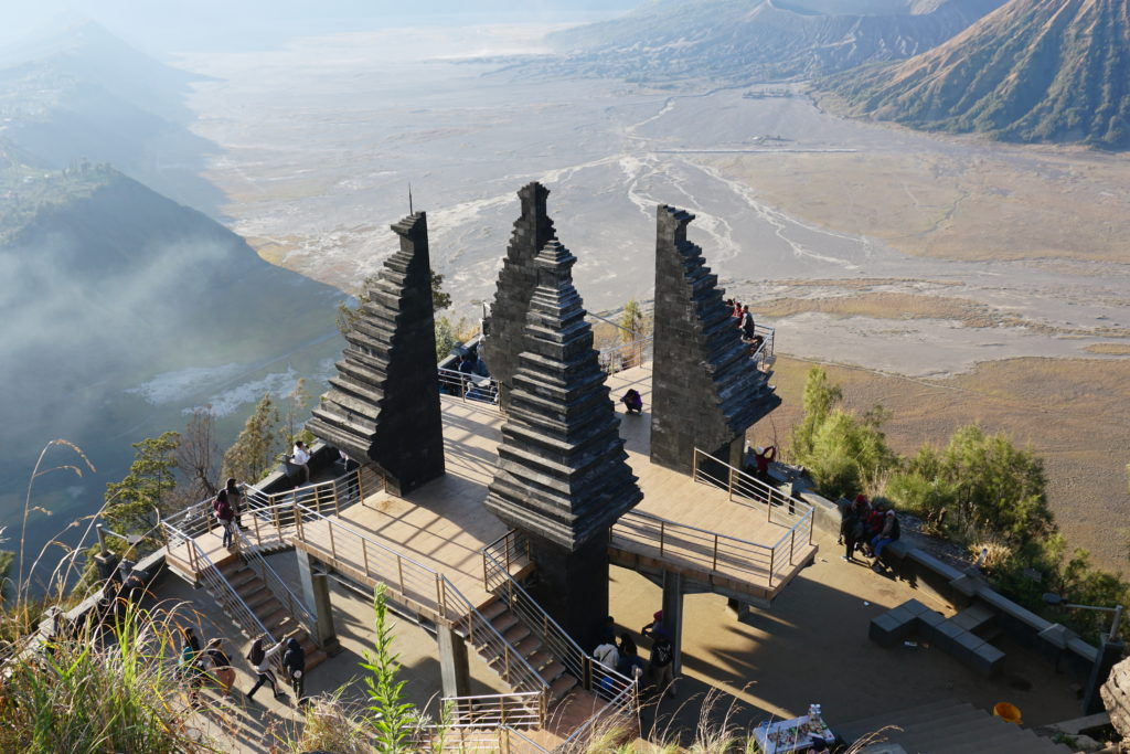 Aussichtsplattform am Penanjakan Hill für den Sunrise-View über dem Bromo.