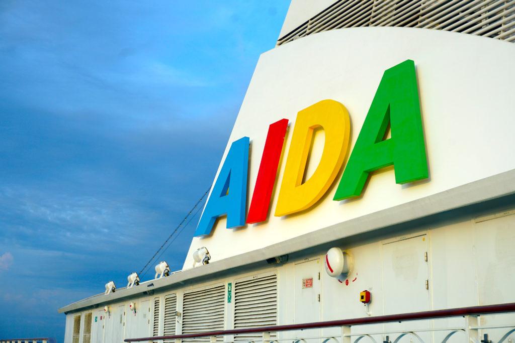 Bild des AIDA Schriftzuges auf der AIDA Vita