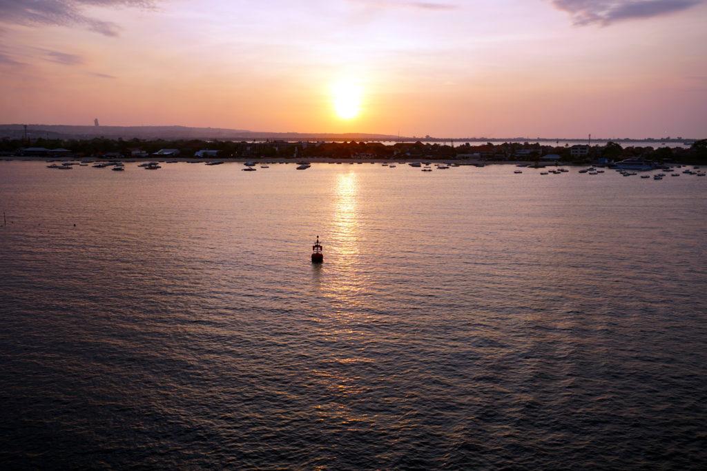 Sonnenuntergang über Bali von Bord der AIDA