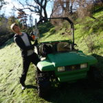 Marcel mit Kettensäge als Bushfire Recovery Worker in den Adelaide Hills