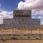 Ortsschild mit Karte von Andamooka
